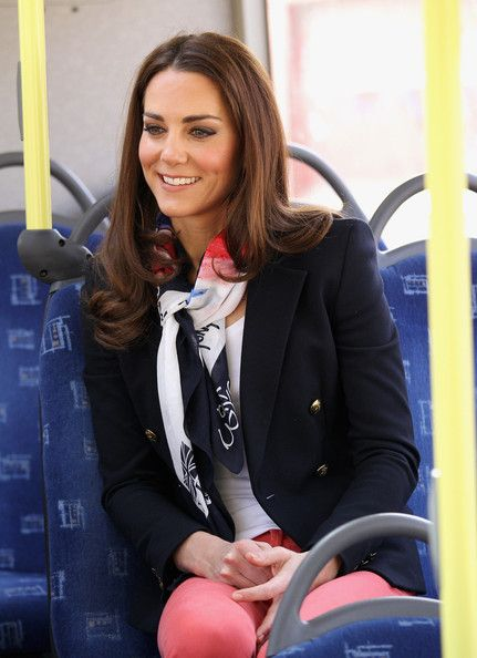Exactly how you should tie a silk scarf. Easy, effortless and chic. {kate middleton, olympics scarf}
