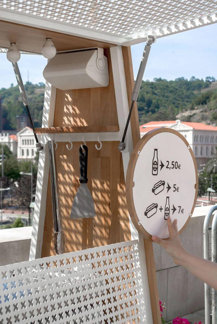 芸術の街として有名なスペイン、バスク地方に在るビルバオの街。そこに「世界一美しいホットドッグ屋」と称されるホットドッグカートがあります。 カートの名前は「salchibotxo」といいます。salch