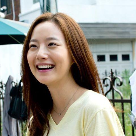 #웃음 #Smile I hope at somewhere we can't see, you are happy and wearing your beautiful smile.. ❤️ #문채원 #MoonChaeWon #文彩元 #오늘의연애 Cr: #문채원갤러리