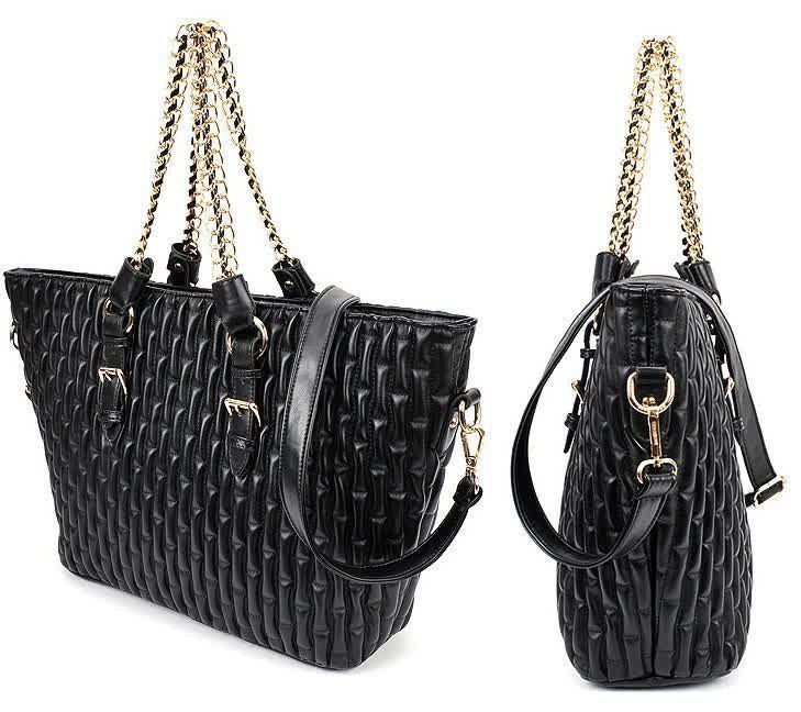 20439 Black Tinggi : 29 cm Lebar : 34 cm Tebal : 13 cm Cara Buka : Resleting Tali Panjang : Ada Bahan : PU 1000 gram 153.000 #fashion #bag #tas