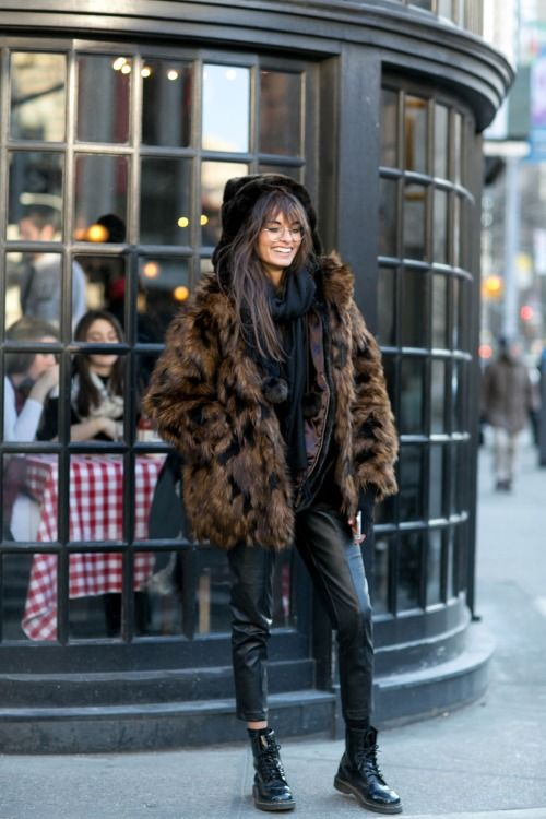 LOUISA nextstopfw | fur coat jacket black brown streetstyle