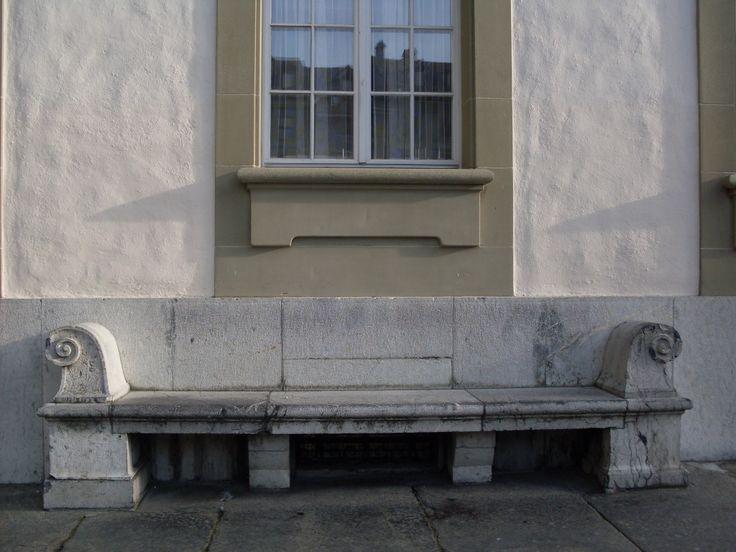 Grande panchina di pietra a BERN