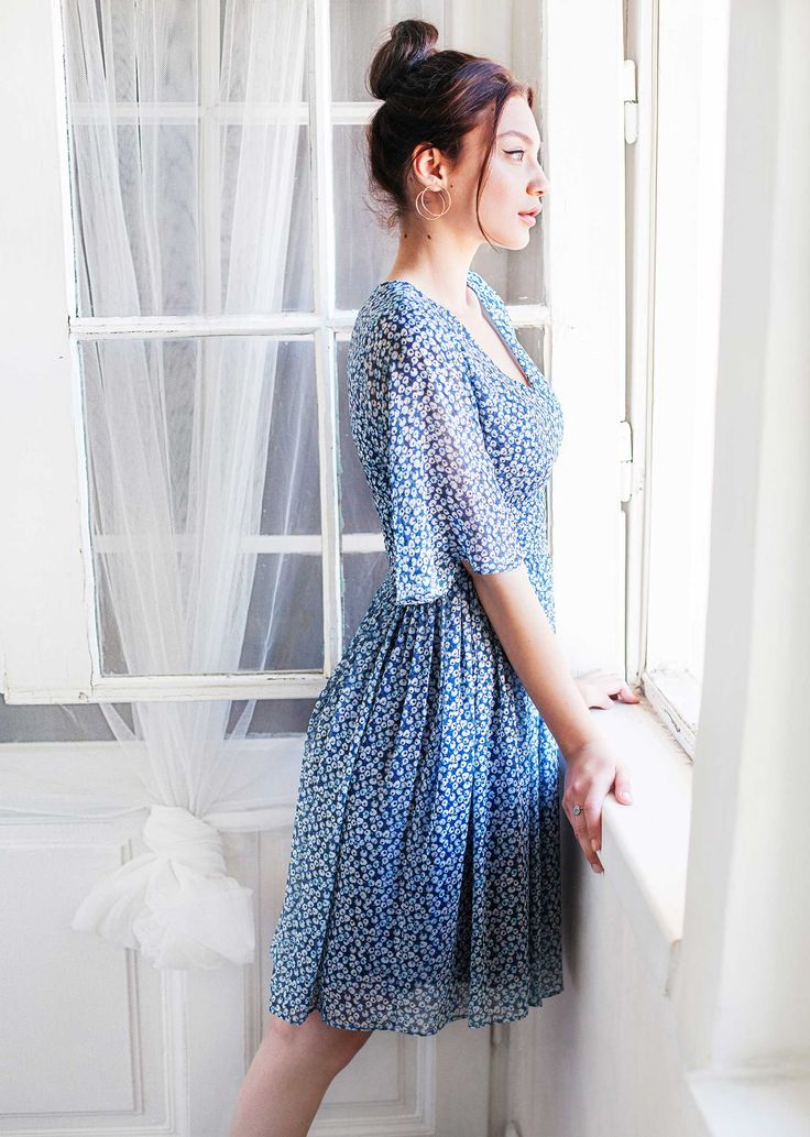 Carrie dress - blue - easy and flowing, this dress features a V-neckline, elegant flared sleeves and a fitted waist, which highlights and flatters the feminine shape. The design is adorned by the delicate, romantic print.
