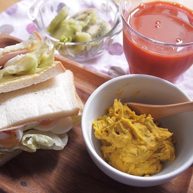 ダイエット25日目の昼食 - - - - - ✩ 卵とハムのサンドイッチ ✩ かぼちゃのサラダ ✩ 野菜ジュース ✩ キウイフルーツ - - - - - 地道だなぁ…ズルできないかなぁ…なんてことばかり考える(笑) - 9件のもぐもぐ - ダイエット25日目の昼食 by shizuho