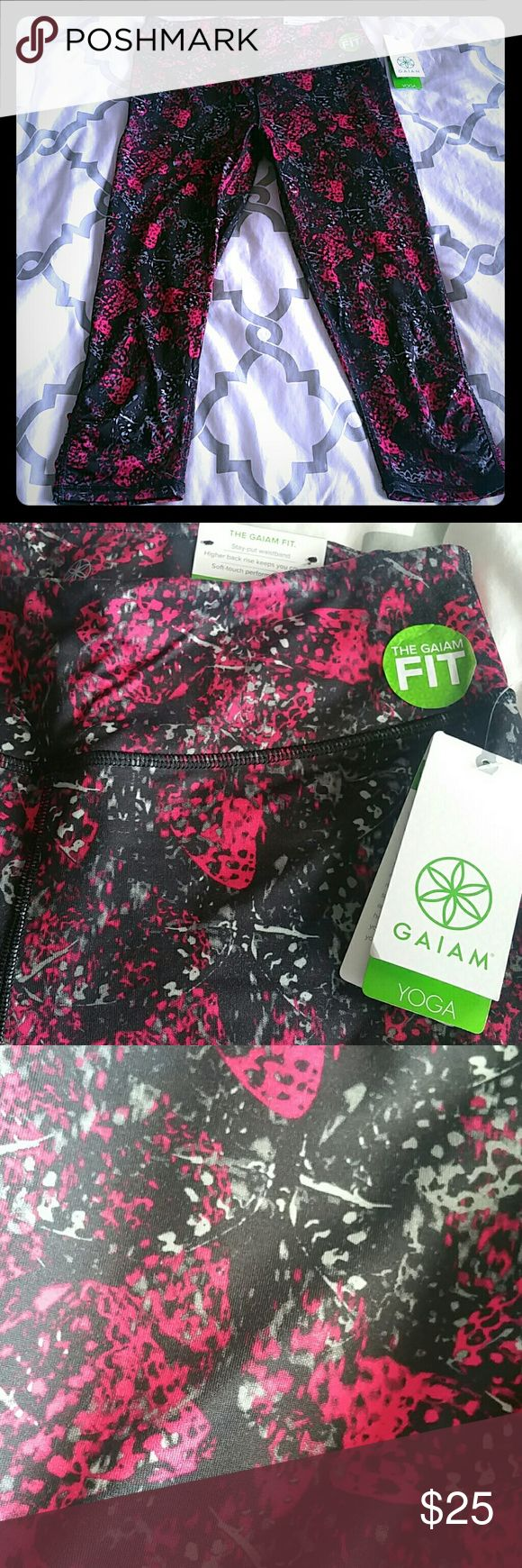 GAIAM YOGA CAPRI! These awesome yoga capris are perfect for any work out you do! Or, throw them on and run those errands looking extra cute! Brand new! Cool colors and design! Happy Shopping! Gaiam Pants Leggings