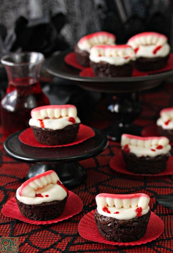 cupcake com dentes de vampiro