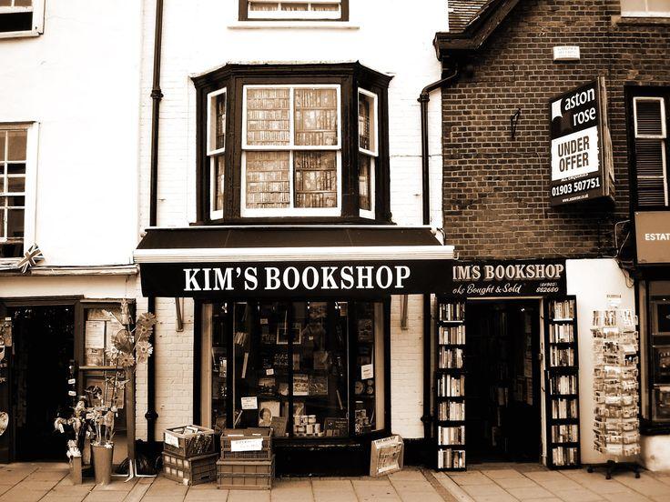 Kim's Bookshop by Michele Mazza on 500px