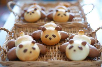 cookpadで一目ぼれして作ってみました。パンダパンです。今日のレシピはコチラパンダパンbyろーるくんレシピでは、たれパンダみたいな可愛い感じだったんだ...