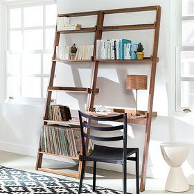 Despacho con estanterías de madera