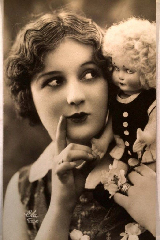 1920's FLAPPER GIRL.creepy doll with her