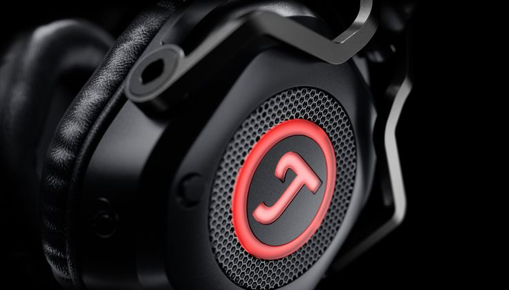 One of the early projects I project managed and co-designed/developed at Pilotfish. It's both great and a relief to see it finally come out on the market Ha Ha. Credit to Joris Mertens and team (Hao Lu et al) at Pilotfish and Teufel. The product was released in May 2017 as a gaming headphones.
