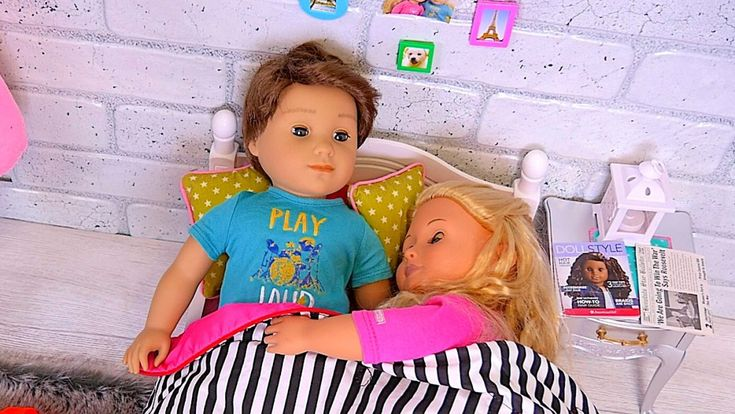 Surprise Breakfast in Bed! Logan, the first American Girl Doll Boy cooks breakfast for Tenny … but Surprise?!?!   Playtoys