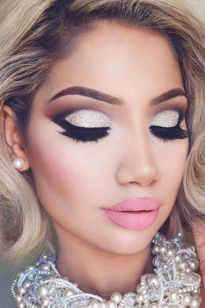 Amazing Glitter Christmas Makeup Ideas ★ See more: http://glaminati.com/glitter-christmas-makeup/