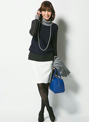 ブロッキングタートルネック+白スカートのコーデ【40代女性】   花子
