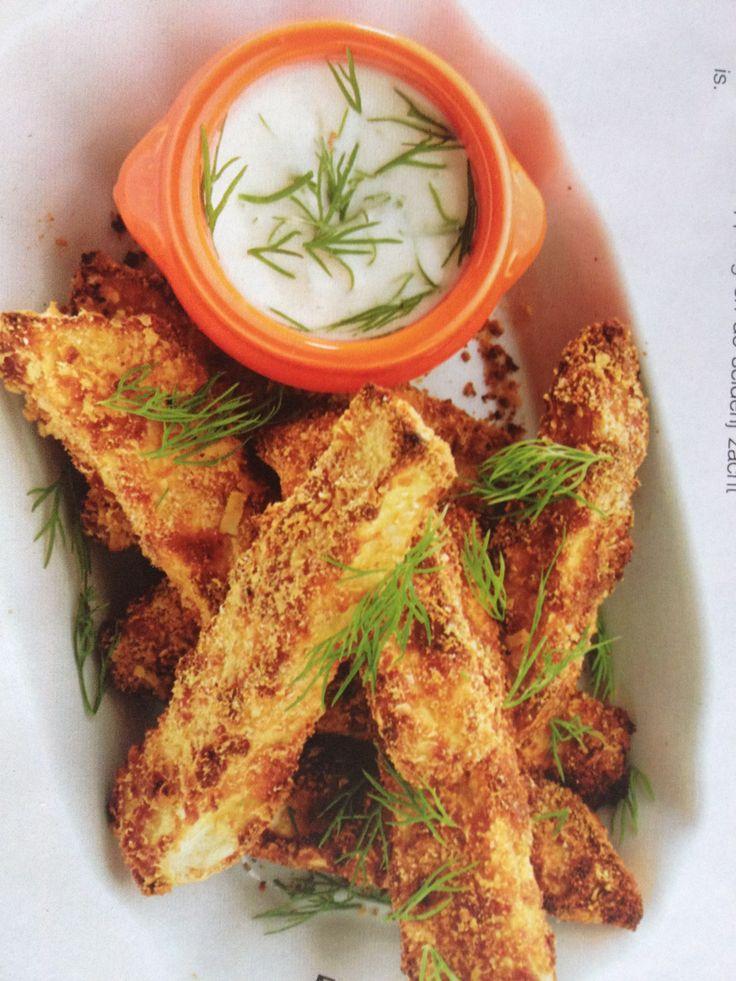 Knolselderijsticks met dillesaus: knolselderij in sticks snijden en 5 min. koken/stomen. Door bloem wentelen, en door losgeklopt ei met peper en zout, en daarna door 100 gr. broodkruim gemengd met 100 gr. parmezaan. Op een met olijfolie ingevette bakplaat 20 min. op 200 graden bakken. Serveren met dillemayo.