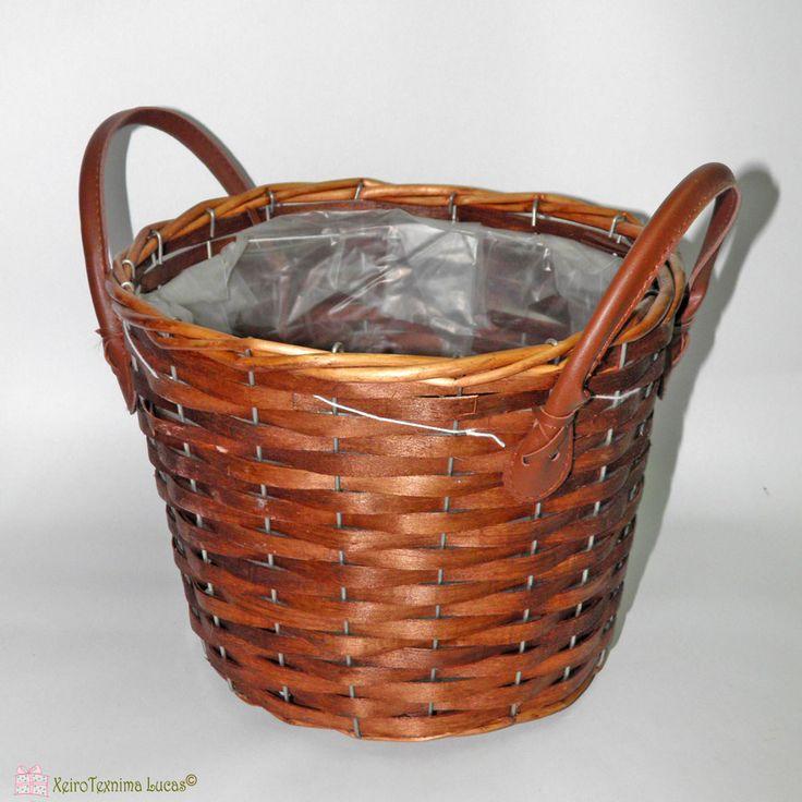 Καλάθι κασπώ στρογγυλό, με πλαστική επένδυση στο εσωτερικό του και μεταλλικό σκελετό. Round basket, available with plastic cover inside, ideal for planting.