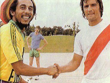 Bob Marley saludando a un jugador del River