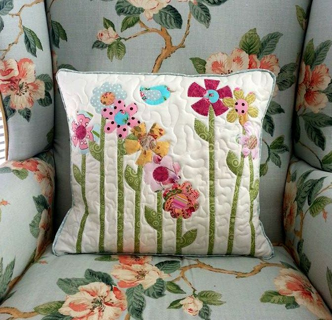 Quilted and appliqued throw cushion cover