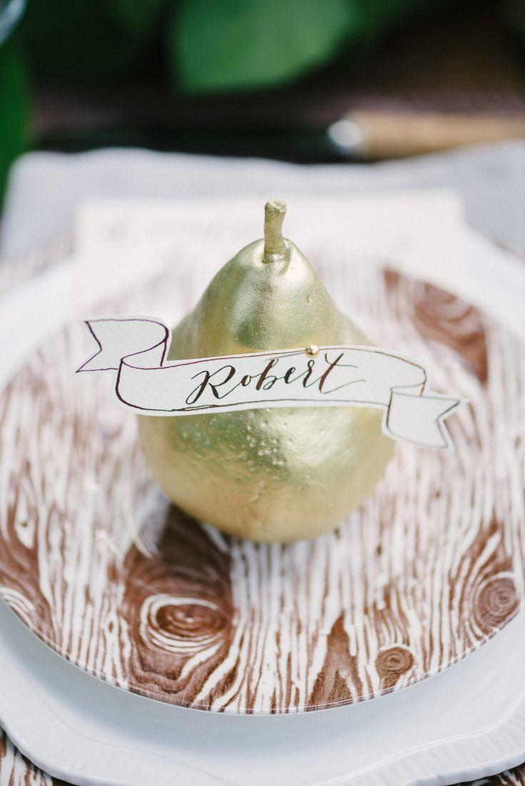 Escort Card Ideas for Weddings | Gold pear escort card | fabmood.com