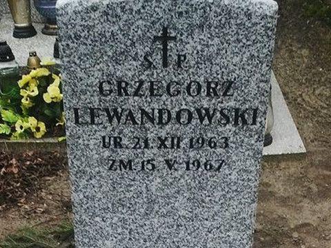 - Ludzie mówili na niego Wałęsiak – mówiąmieszkańcy rodzinnej wsi Lecha Wałęsy. –Dzieci przybiegły, że Grzesio pływa. I pływał. Z buzią w wodzie (..) - relacjonują wydarzenia sprzed lat. Historię Gr...
