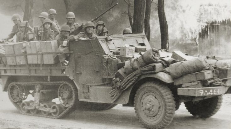 Halftrack M 3 gepantserd transport voertuig voor de gepantserde infanterie bataljon.