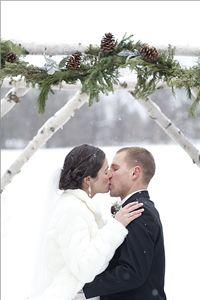 outside winter ceremony decor