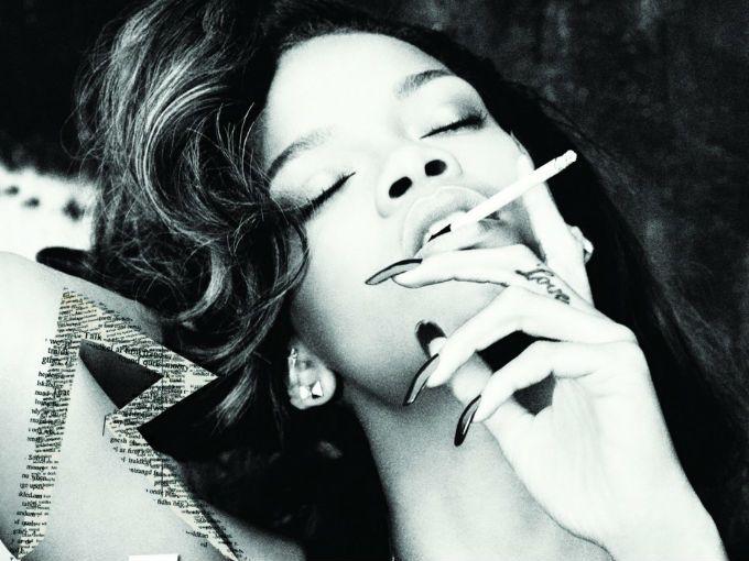 """""""You Da One"""" es el nuevo sencillo de Rihanna, incluido en su 6º álbum Talk That Talk. Fue escrita por John Hill, Dr. Luke y Ester Dean.  El video fue grabado a finales de noviembre en Londres, y lanzado el día de hoy a través de su cuenta de VEVO, al terminar su gira mundial Loud Tour."""