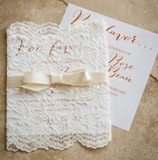 02 einladungskarten hochzeit band spitze packen fabelhaft romantische hochzeitskarten Einladungen zur Hochzeit – Spitze Einladungen