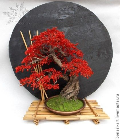 Бонсай `Кровавая мери`. Бонсай из бисера ручной работы. Скульптурная лепка ствола из гипса. Достаточно густое и обьемное дерево.  Ими можно будет  любоваться многие годы, получая ни с чем не сравнимое, изысканное удовольствие!