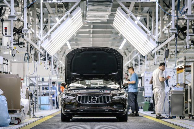 Nowa szybsza droga dostawy Volvo produkowanych w Chinach #Volvo #VolvoS90 #S90 @VolvoCarPoland https://www.moj-samochod.pl/Nowosci-motoryzacyjne/Pierwsze-Volvo-S90-dotarlo-do-Europy-nowa-droga