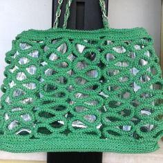 Borsa a spalla, molto glamour in cotone verde, a serpentina su fondo trasparente