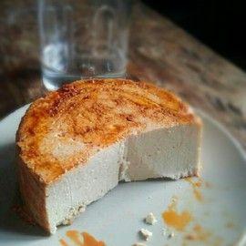 Aprende a hacer queso vegano. ideal para pizzas, pasta o bocadillos.