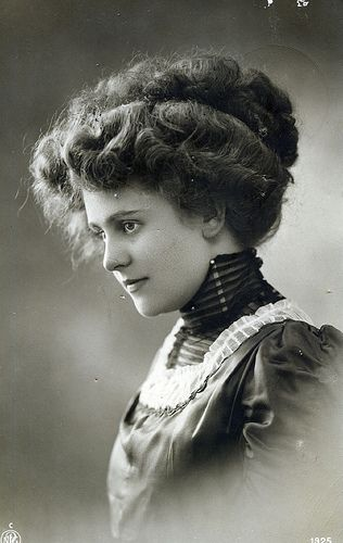 the gibson girl is still ruling                                                                                                                                                                                 More