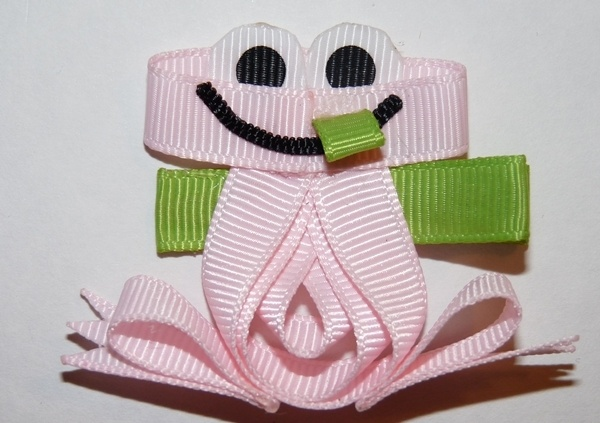 froggy hair bow - possible favor for Z's Princess Tiana party?