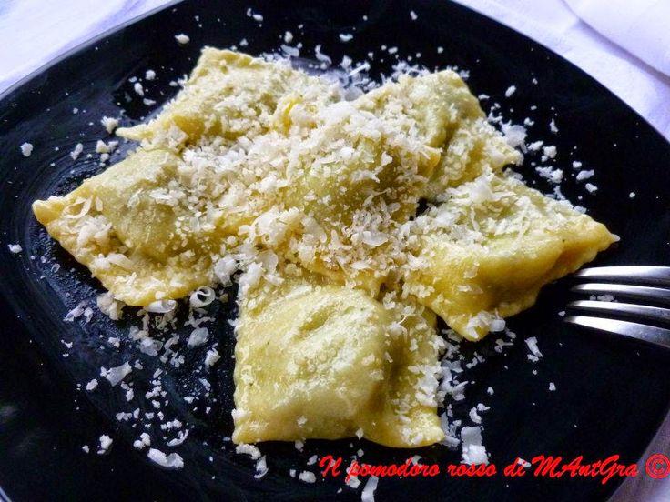 Il Pomodoro Rosso di MAntGra: Ravioli di zucca, cime di rapa e prosciutto crudo http://ilpomodororosso.blogspot.it/2014/12/ravioli-di-zucca-cime-di-rapa-e.html