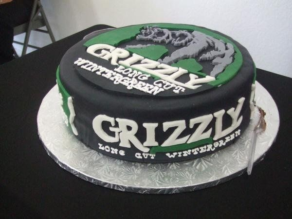 Grizzly Wintergreen Dip Can Cake This Groom S Dip Of