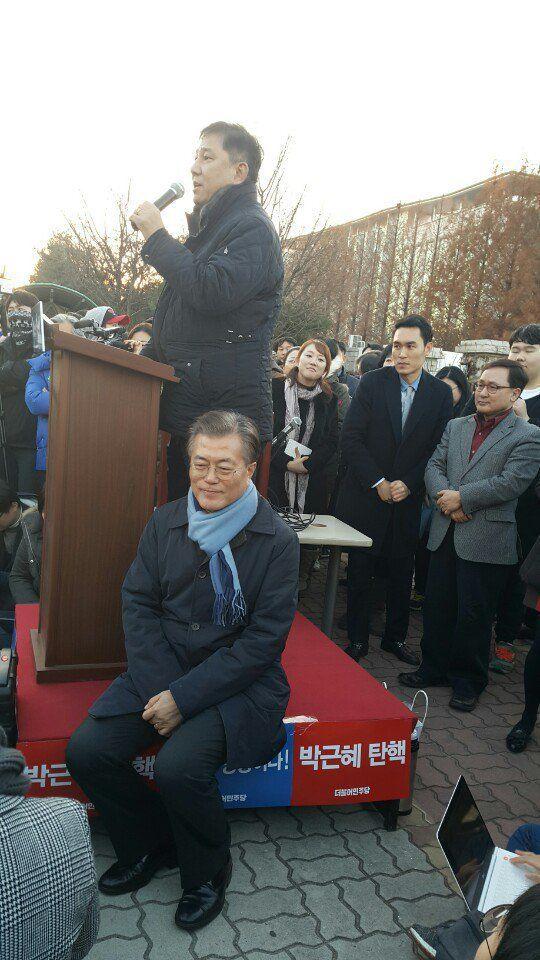 오늘의유머 - 스브스 약빤 선거방송팀과 문대통령 단체사진.facebook