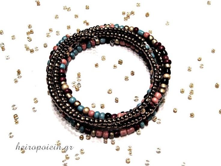Χειροποίητο Βραχιόλι με σύρμα και χάντρες  http://www.heiropoiein.gr/vrahiolia/vrahioli-55-detail.html