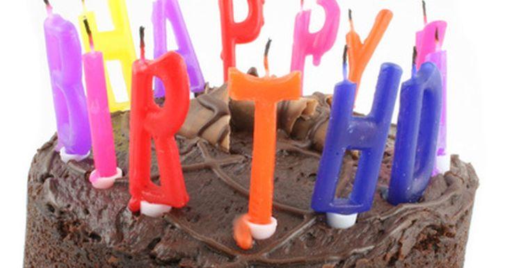 Ideas para la torta de cumpleaños de un octogenario. Llegar hasta el cumpleaños número 80 es un hito increíble y digno de ser celebrado. Si planeas una fiesta de cumpleaños para alguien que cumpla 80, deberás tener consideración especial con respecto a la torta que se servirá y cómo encaja su diseño en la temática general de la fiesta. Los temas posibles podrían girar en torno a fotografías de la ...