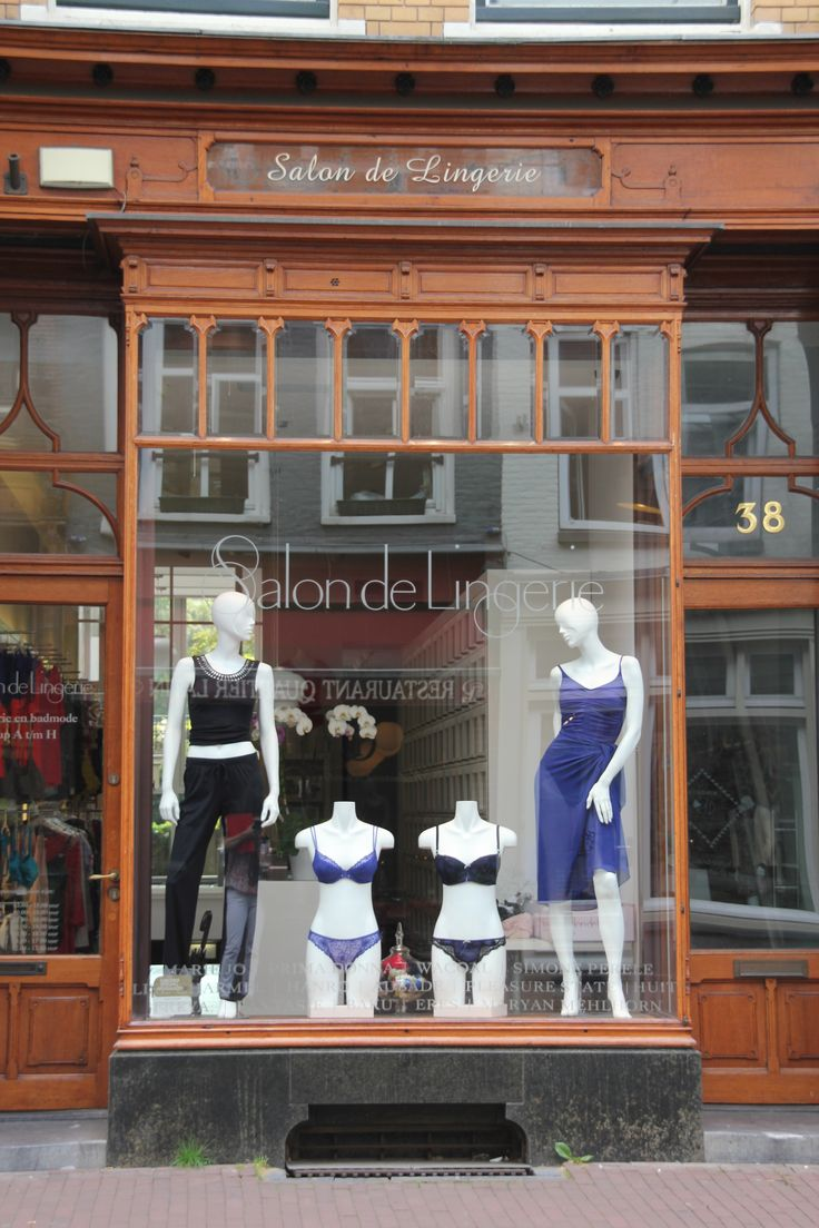 *SALON DE LINGERIE Great place to #shop for lingerie. Friendly and helpfull staff. They have a huge collection. Go if you like to spoil yourself or your girlfriend. This shop is located on Utrechtsestraat 38, #Amsterdam. www.salondelingerie.nl
