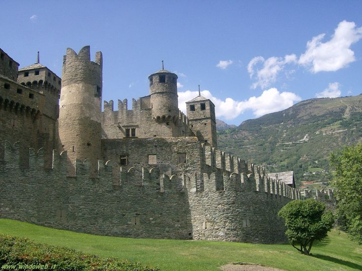 Castello di Fenis  http://www.windoweb.it