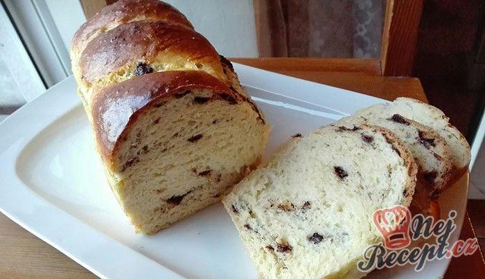 Výborná volba k snídani. Měkkoučké těsto, sem tam kousek čokolády - vhodné ke kávičce. Výborná vánočka! Autor: Triniti