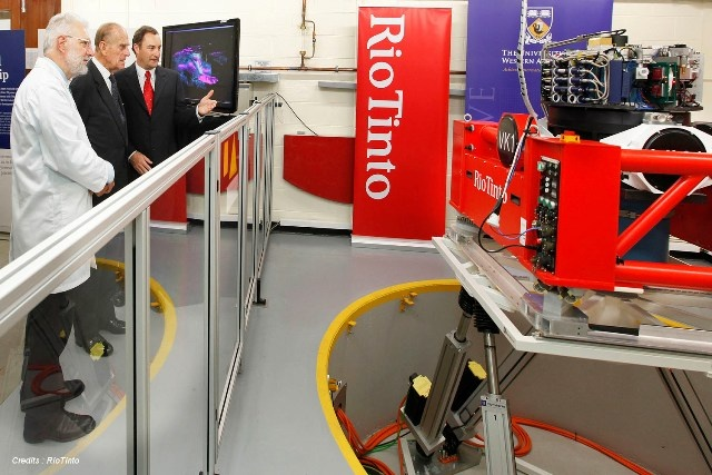 SYMETRIE - Mistral hexapod as motion simulator with Prince Philip at Rio Tinto, Australia