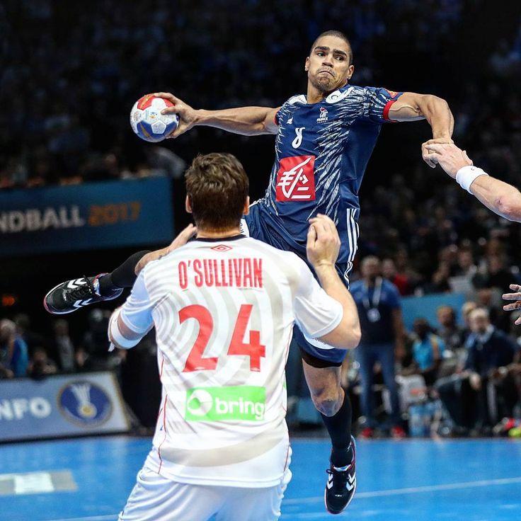 @dnarcisse va vivre son avant dernier match avec @les_experts_officiel_ffhb ce soir en Norvège 🇫🇷🇳🇴 [📸 @sportclownphotos] #handball