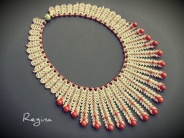 I think this is St Petersburg chain - great use of the stitch for a necklace