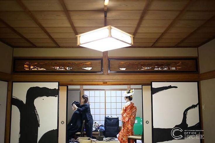 「お支度中。シンメトリーは安心します。」 * * 大阪堀越神社での神前式撮影をさせて頂きました* 神社での厳かな雰囲気、 写真を撮るカメラマンもキリッとします。 緑の多い神社では、和装でのロケーション撮影も素敵にのこせますね* * * #結婚式 #和装前撮り #ロケーションフォト #ウエディングフォト #フォトグラファー #フォトウェディング #wedding #weddingphotography #japan #2016秋婚 #2016冬婚 #2017春婚 #関西花嫁 #大阪花嫁 #神社 #和婚 #プレ花嫁 #officecircle #osaka #kyoto #kimono #絵馬 #結婚式準備 #白無垢 #前撮り #お支度 #ブライダルヘアメイク #シンメトリー