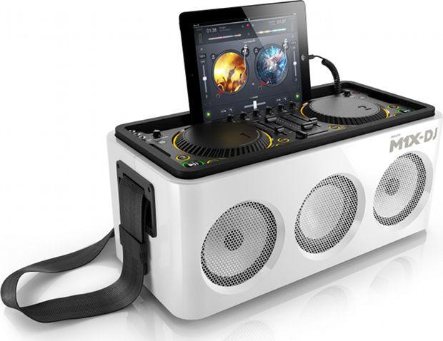 Deze zagen we effe niet aankomen: Philips stapt samen met Armin van Buuren in de DJ gear markt met de M1X-DJ sound system. Met dit systeem kan iedereen vanaf één draagbaar apparaat mixen, draaien e...