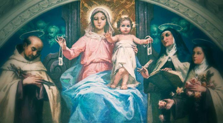 """""""La devoción del escapulario del Carmen ha hecho descender sobre el mundo una copiosa lluvia de gracias espirituales y temporales"""", decía el Papa Pío XII. Conozca aquí 12 claves que debe conocer quien porta este objeto religioso."""