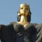 SOPHIE OF SOFIA  is de godin van de wijsheid vind je in vele culturen terug in verschillende vormen. Sophia, wier naam in het Grieks 'wijsheid' betekent, is verbonden met de verschillende incarnaties van de goddelijke vrouwelijke kennis. Er zijn 2 zeer wijze dames uitgenodigd op de bruiloft namelijk Sophie en Sofie!
