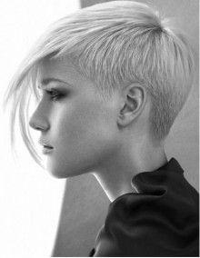Taglio capelli corti rasati da un lato